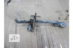 б/у Ограничитель двери Renault Trafic
