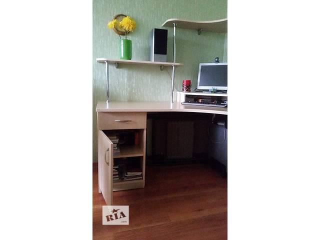 бу Отличный Компьютерный стол   в Киеве