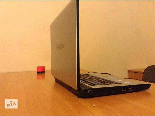 продам Отличный ноутбук Toshiba 2gb оперативи бу в Киеве