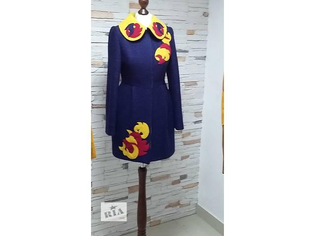 продам Пальто с аппликацией, пальто з аплікацією бу в Киеве