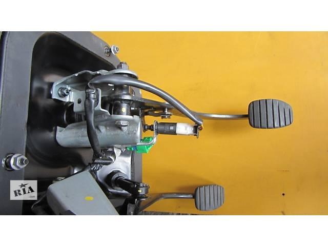 бу Педаль, педали, комплект педалей Nissan Primastar Ниссан Примастар Opel Vivaro Опель Виваро Renault Trafic Рено Трафик в Ровно