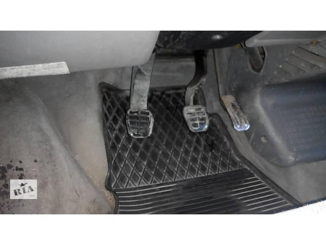 продам  Педаль тормоза Volkswagen Caravella Фольсваген Т4 (Транспортер , Каравелла) бу в Ровно