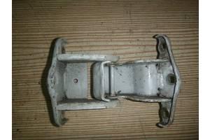 б/у Петля двери Renault Trafic