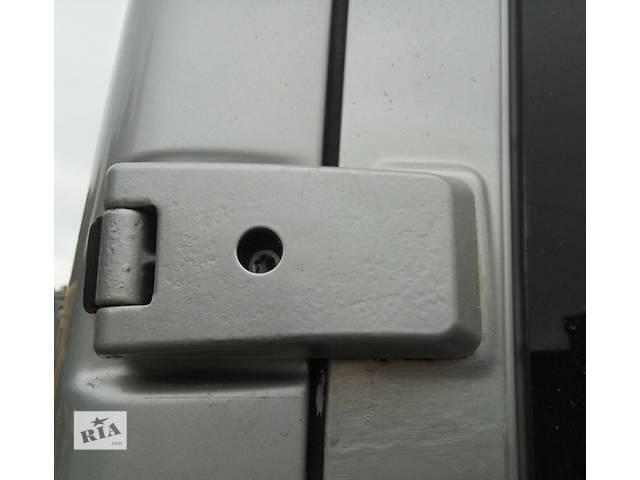 купить бу Петля задней двери, завіси дверей 180, 270 градусов 2.2, 2.7 CDi Mercedes Sprinter Мерседес Спринтер W 903, 901 в Ровно