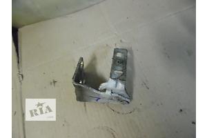 б/у Петли капота Renault Trafic