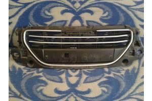 б/у Решётки бампера Peugeot 301