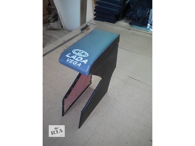 купить бу Подлокотник для ваз 2112 крепится между сиденьями. Цвет черный, серый. Отправляем по стране. в Кропивницком (Кировоград)