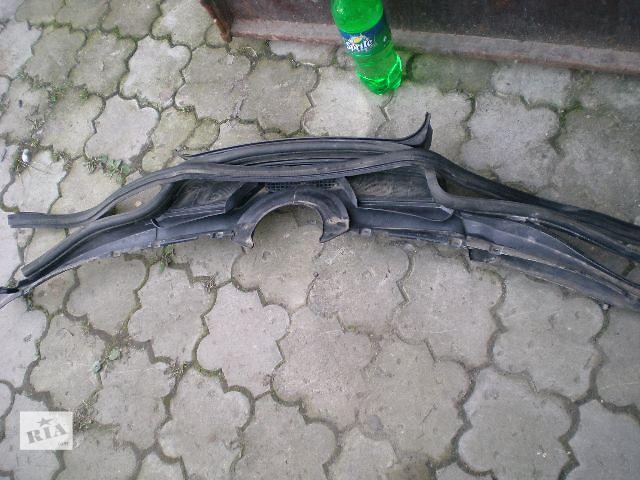 продам Пластик под лобовое стекло  Mercedes 124 бу в Луцке