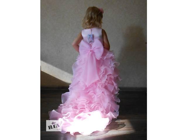 купить бу Платье кружевное, розовое, со шлейфом. в Днепре (Днепропетровск)