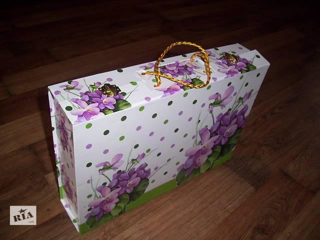 купить бу Подарочная коробка чемодан подарочный упаковка для сервиза кейс в Хмельнике (Винницкой обл.)