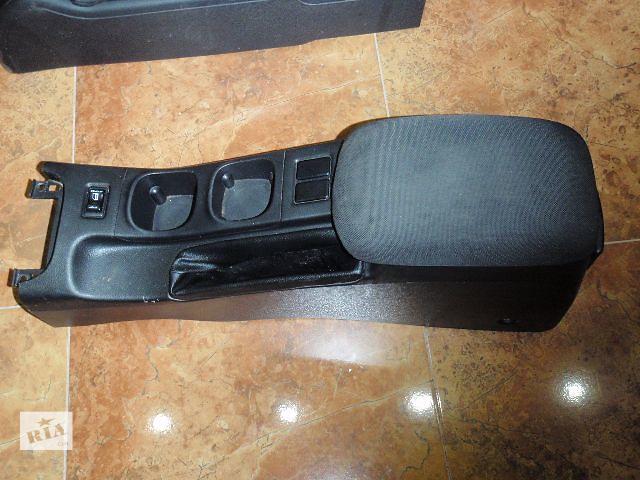 купить бу Подлокотник для Nissan Primera P12 2002 в Львове