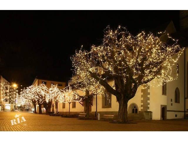 бу Подсветка деревьев,праздничное освещение деревьев,новогоднее украшение деревьев,елок,кустов  в Украине