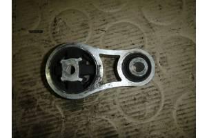 б/у Подушка мотора Opel Vivaro груз.