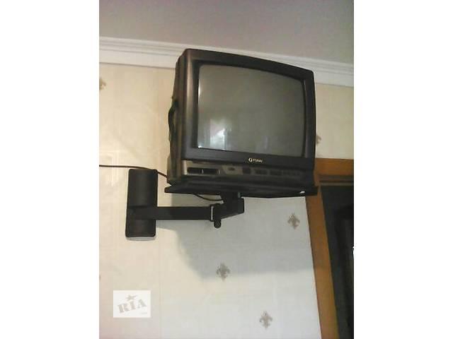 продам полка навесная на стену под телевизор бу в Казатине (Винницкой обл.)