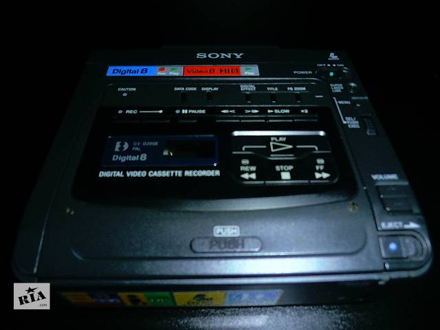 купить бу Портативный видеомагнитофон Digital8, Hi8, Video8 Sony GV-D200E в Киеве