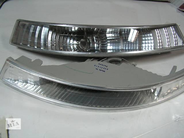 купить бу Поворотник белый ПАРА Renault Trafic II , Nissan Primastar 01-06 в Ровно
