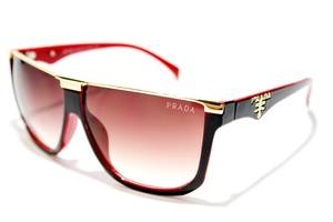 Солнечные очки Prada