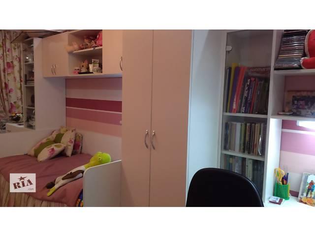 купить бу Продам детскую мебель для спальни с компьютерным столом и шкафами в Николаеве