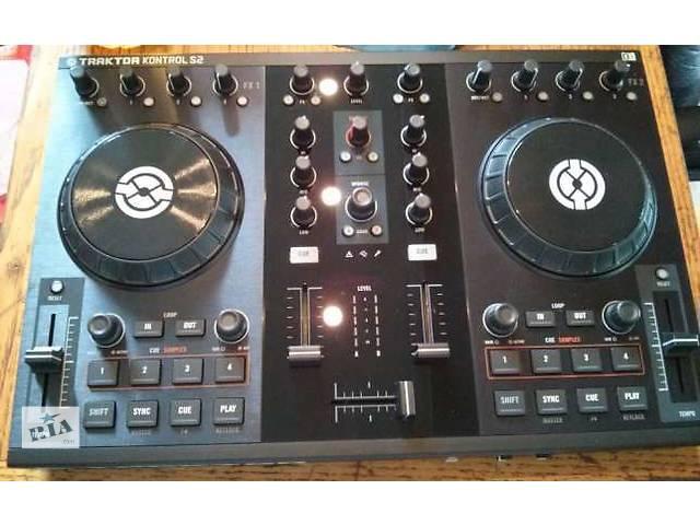 купить бу Продам DJ контроллер Traktor Control S2 в Киеве