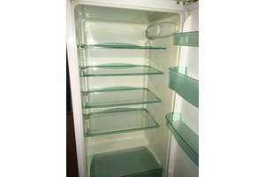 б/у Двухкамерный холодильник Snaige