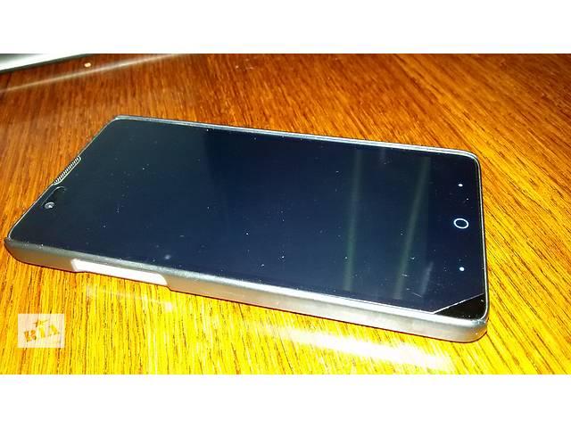 бу Продам классный смартфон ZTE V5 RedBull + в подарок 2 чехла и флешка на 8gb в Рубежном