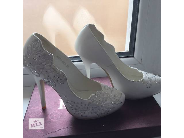 купить бу Продам кожаные свадебные туфли Коrona размер 35 в Борисполе