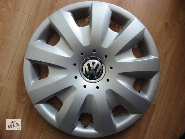 продам Продам Оригинальные колпаки на колеса Volkswagen Caddy Фольксваген Кадди R15 Оригинал 1T0 601 147.D бу в Киеве