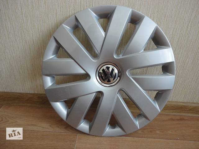 продам Продам Оригинальные колпаки на колеса Volkswagen Polo R15 Фольксваген Поло R15 Оригинал 6R0.601.147.C бу в Киеве