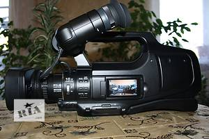 б/у Профессиональные видеокамеры JVC