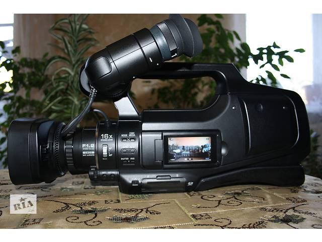 купить бу Продам профессиональную видеокамеруJVC GY-HM70U в Репках
