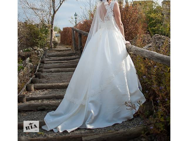 продам Продам шикарное свадебное платье со шлейфом в идеальном состоянии бу в Николаеве