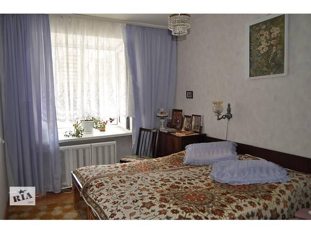 продам Продам спальный гарнитур деревянный б/у бу в Киеве