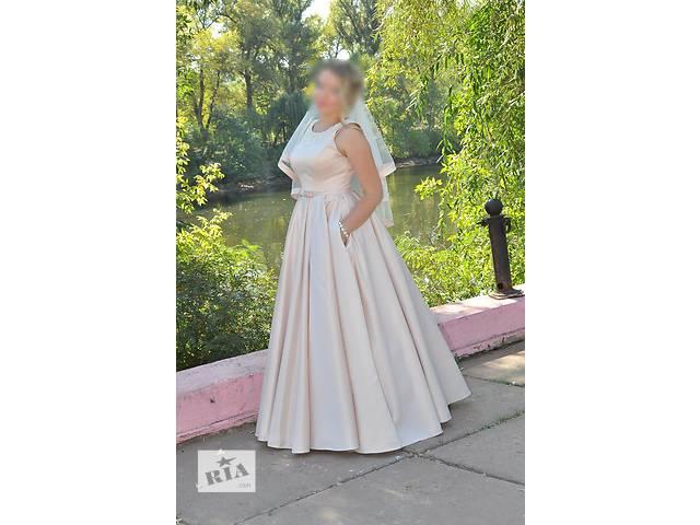 купить бу Продам свадебное атласное платье в Кривом Роге