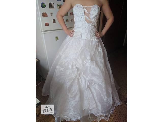 купить бу Продам свадебное платье с фатой,кольцами+ожерелье в Киеве
