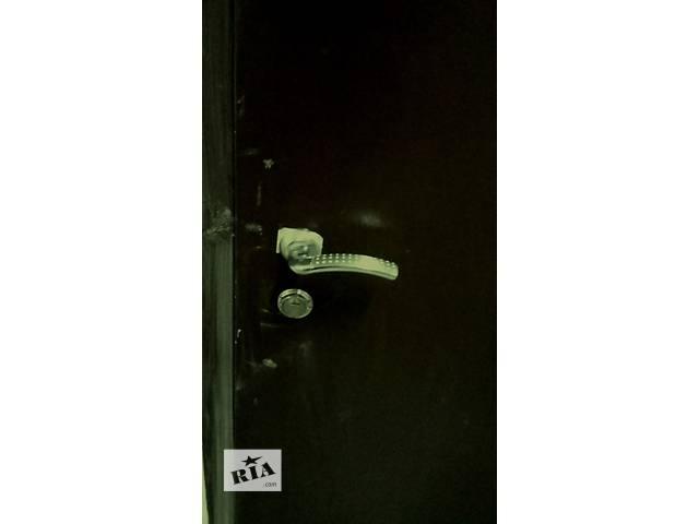 купить бу Продам входную металлическую дверь. в Киеве