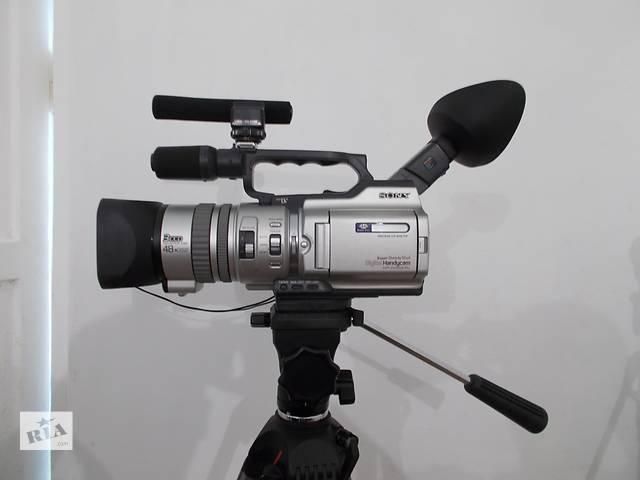 бу Продам видеокамеру Sony DCR-VX2000E и штатив VANGUARD. в Львове