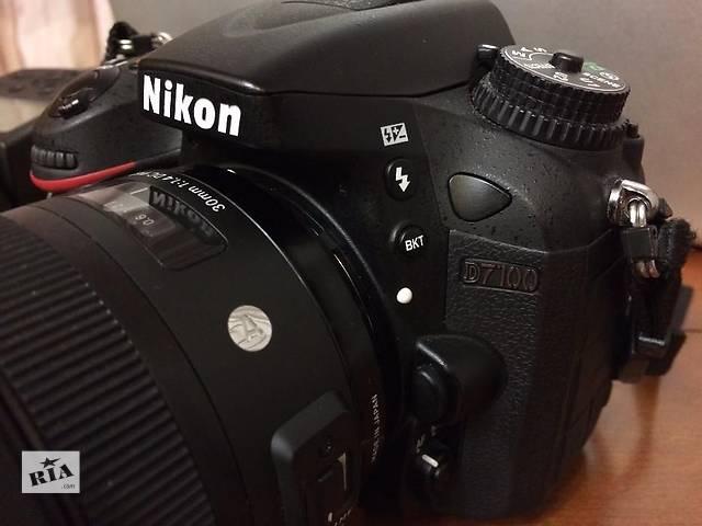 продам Продам зеркальный фотоаппарат Nikon D7100 в отличном состоянии на гарантии + флешка в подарок 8 Gb бу в Днепре (Днепропетровск)