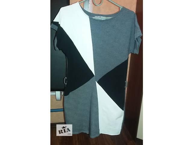 купить бу Продам женское серого цвета с абстракцией платье S-M р в Харькове