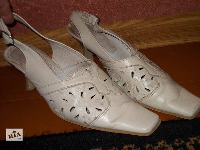 продам женские кожаные босоножки белые- объявление о продаже  в Хмельницком