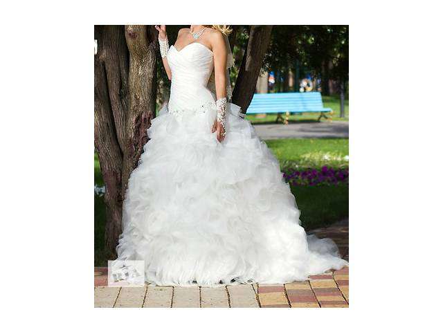 продам Продам роскошное свадебное платье со шлейфом, цвет лайт айвори! бу в Харькове