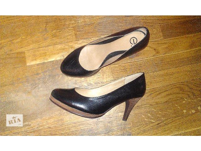 купить бу Продаю красивые туфли на шпильке, 41 размер. в Киеве