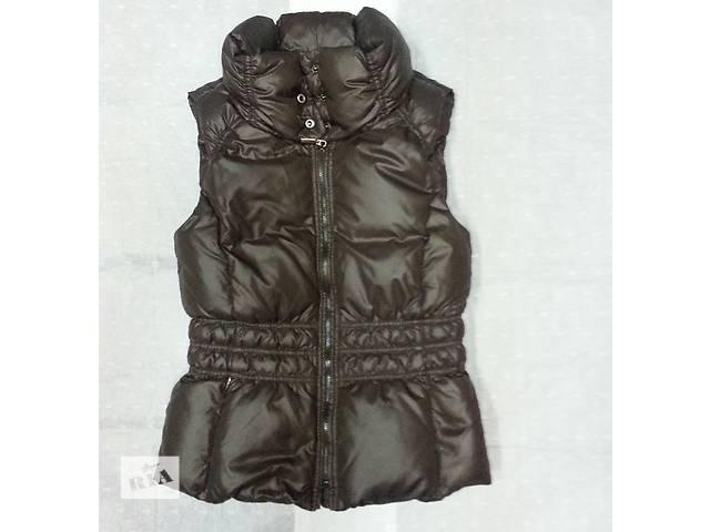 продам Пуховая жилетка Esprit, цвет - коричневый, состояние новой. бу в Киеве