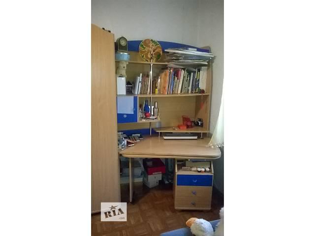 купить бу Письменный стол - часть детского гарнитура в отличном состоянии в Киеве