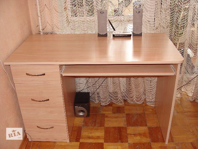 Письменный стол и шкаф со стеклом: офисная мебель столы в ки.