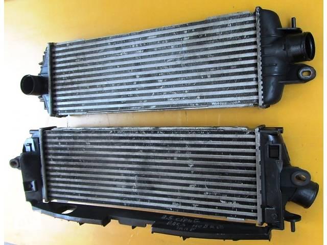 купить бу Радиатор интеркуллера, інтеркулера 2.0 Nissan Primastar Ниссан Примастар Opel Vivaro Опель Виваро Renault в Ровно