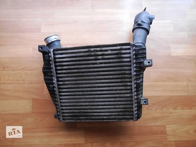 купить бу Радиатор интеркуллера Volkswagen Touareg Фольксваген Туарег 2003-2009р в Ровно
