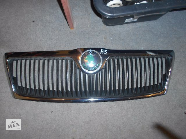 купить бу Решётка радиатора для Skoda Octavia A5 2008 в Львове