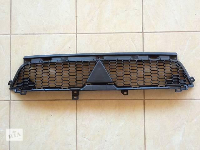 продам Решетка радиатора Mitsubishi Outlander (2010-2012) 6402А198 бу в Луцке
