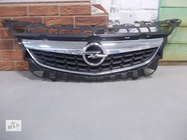 купить бу Решётка радиатора Opel Astra J. Б/у оригинал. GM 13264471. в отл. состоянии. в Днепре (Днепропетровске)
