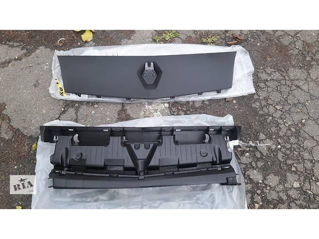 купить бу Решётка радиатора Renault Kangoo 2 II 2008- в Луцке